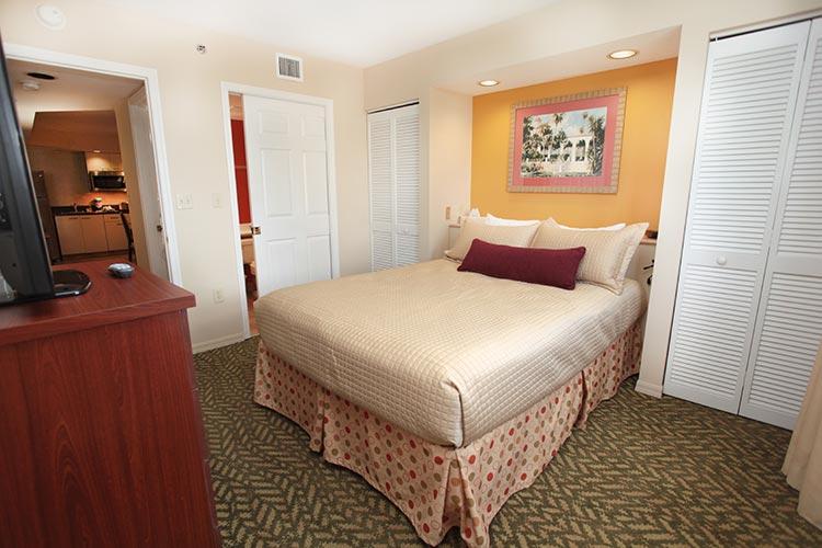 B Suite guest bedroom, Vacation Village at Bonaventure