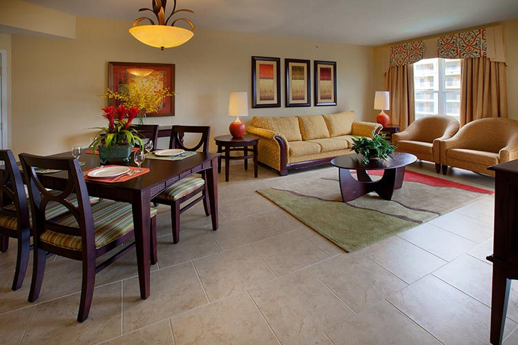 guest suite living room and dining area in C Suite, Vacation Village at Parkway.