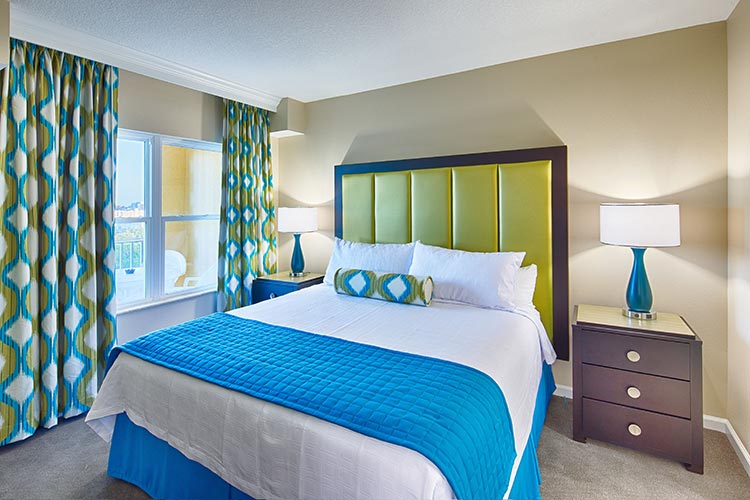 guest master bedroom in A Suite, Vacation Village at Parkway