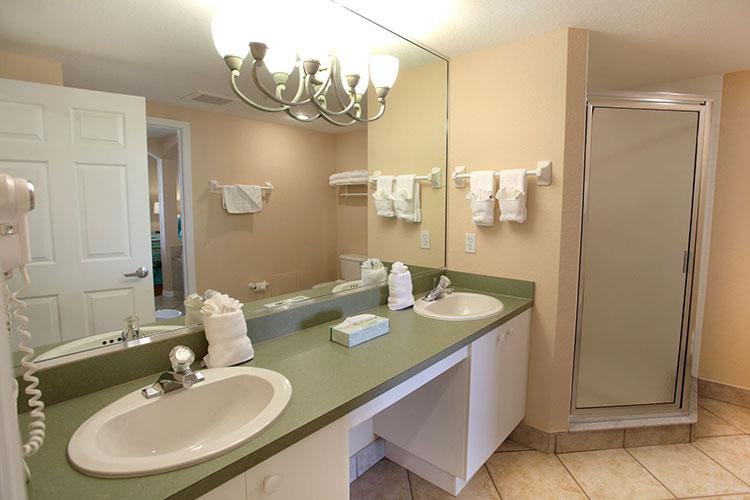 B Suite guest bathroom, Vacation Village at Weston